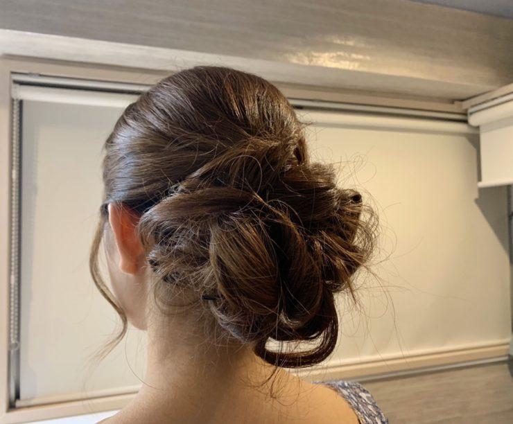 髪のアップスタイル